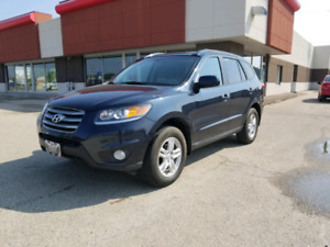 2012 Hyundai Sante Fe - AWD- lots of features-
