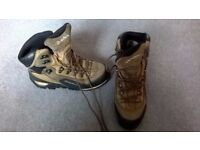 Men's hiking/trekking boots size 40/6.5 in good condition, used only once. Brand: Quechua, Decathlon