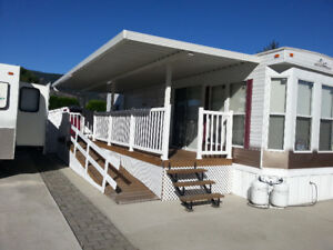 JUST REDUCED!!  2004 BECKENRIDGE PARK MODEL ON LAKE VIEW LOT