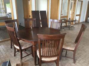 Table and 6 chairs plus table extension