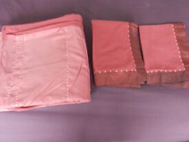 KING SIZE WINE DUVET COVER & 2 PILLOWCASES WITH SATIN & SEQUIN DETAILING