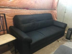 Black KINSLINGE Couch