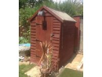 6x4 shed, already dismantled. Bits of wear and tear but otherwise good condition.