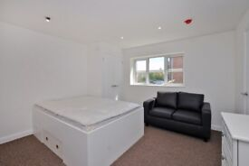 """A newly renovated 5 bedroom house share - """"Studio-style Rooms"""" all with en-suites in Sandhurst"""