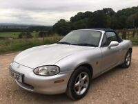 Mazda MX-5 1.6i in racing silver with blue mo hair roof