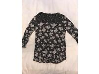 Black and white flower top size 12
