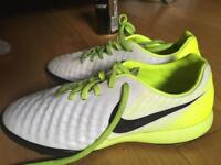 Nike Astro boots size 6 (fit 5)
