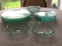 18 Piece Glass Dinnerware