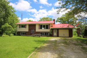 Lovely bungalow near Cobble Beach - Just Reduced!