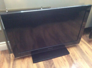 Samsung 32 inch LCD flatscreen great condition, remote included
