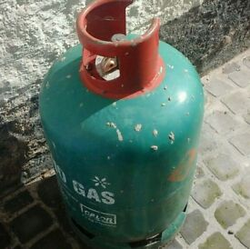 Nearly full 13kg patio gas container and cover