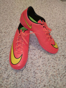 Youth Indoor Soccer Shoes Size 7.5 US - Nike Mercurial Victory V