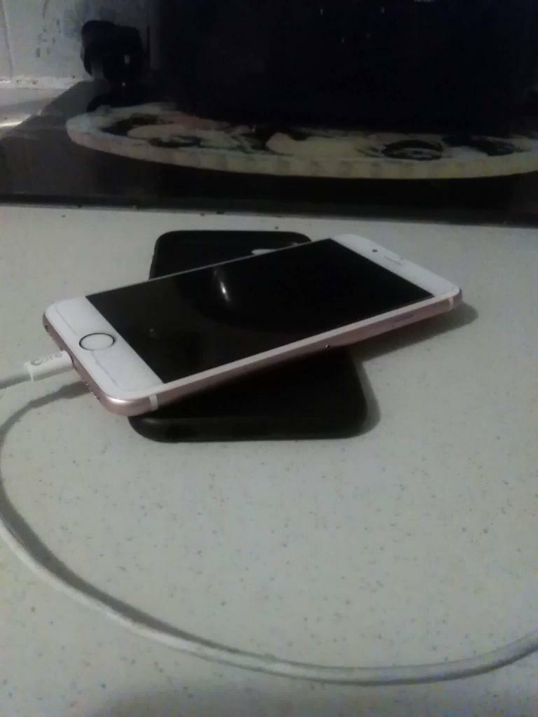 Swaping/Selling iPhone 64gb unlockedin Poole, DorsetGumtree - The phone has 64gb memory,unlocked,which means it works on any sim,glass protector on front,is the Rose Gold variant,works perfectly fine,comes with charger and a Apple original case,I am swaping with S7 edge,iPhone 6s plus,S8,iPhone 7,or 330£...
