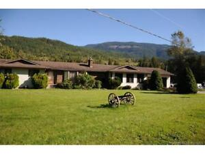 Georgeous rancher style home with view!