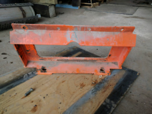 Mini skidsteer attachment mounting plate
