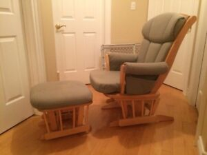 Dutailier Superior Glider and ottoman- High back model