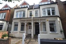 1 bedroom flat in Kings Avenue, London, N10