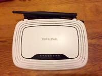 TP LINK wireless router - 300 Mbps - Hardly used