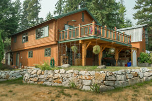 2550 Shuswap Avenue, Lumby - Fabulous log home!