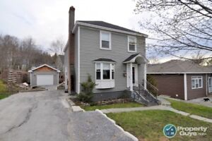 Recently renovated 3 bed/2.5 bath, short walk to university
