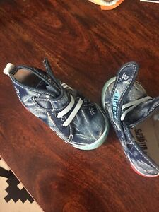 Toddler Shoes (Size 7)