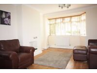 FANTASTIC 3 BED HOUSE // WOODFORD GREEN IG8 // LARGE LOUNGE/DINING ROOM // AVAILABLE NOW!