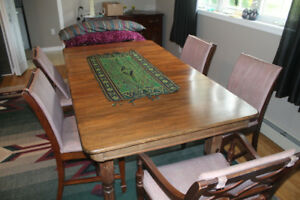 REDUCED : ANTIQUE DINING ROOM TABLE WITH 6 CHAIRS AND 2 LEAFS