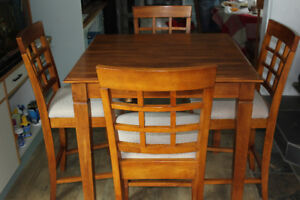 KITCHEN OR DINING ROOM TABLE AND CHAIRS