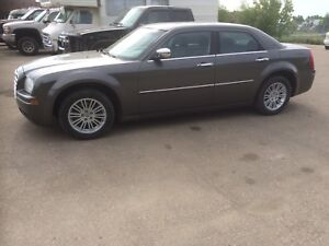 2010 Chrysler 300 touring edition reduced