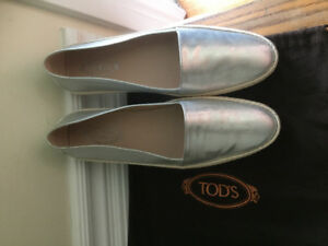 Size 39  TOD'S shoes bought in Italy NEVER WORN