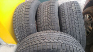 4 pneus d'hiver à clous de 17 pouce et 4 pneus de 15 pouces