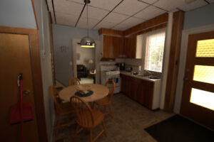 Large 5 bedroom student house 2 rooms available.