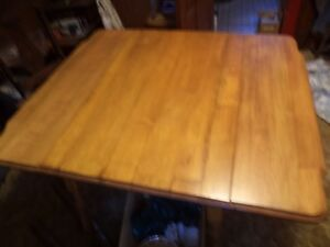 vintage drop leaf table in very good condition