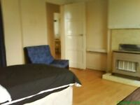 Very Large double room for couple or 2 people share. All bills included. 1 week deposit. internet