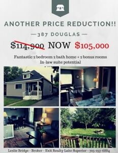 PRICE REDUCTION! Cute bungalow across from park! 2 beds 2 baths