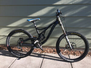Great Condtion Devinci Wilson Downhill Mountain Bike