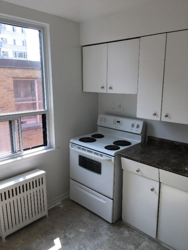 Lake Shore Parklawn Renovated 1 Bedroom Apt From 1100 And