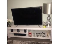 SHARP 32inch HD TV with built in freeview.