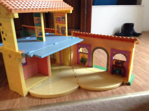 DOLLHOUSE (WITH SOUND) --- Expands UP & OUT