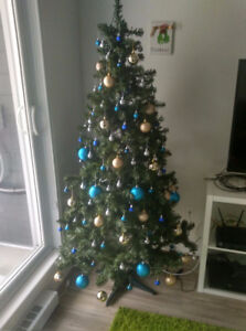 6.5 ft Pre-Lit Artificial Christmas Tree with Decorations