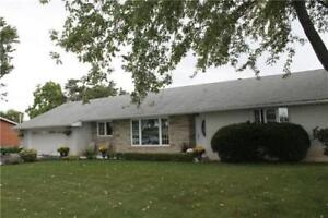 Bungalow in 1 acre lot in Caledon