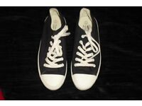 SIZE 7 PAIR MEN'S/BOYS NAVY LACE UP PUMPS COST £20 HARDLY BEEN WORN