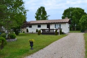 AWESOME SUMMER COTTAGE - GRAND BEND/ BAYFIELD AREA