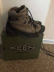 Hiking Boot size 7 for Women/Girls