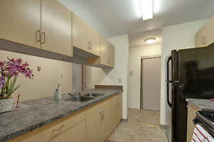Great top corner unit, heat & water included! Reduced Rent!