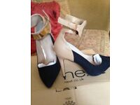stunning ladies shoes size 51/2 new still in box