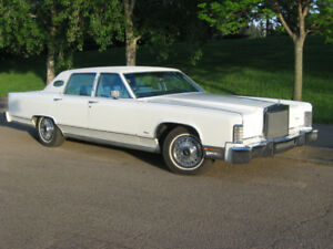 1979 Lincoln Town Car owned and pamper by senior