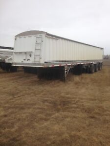2001 lode king tri axle grain trailer