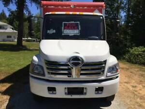 **EXCELLENT 2008 CUBE VAN TRUCK* LOCAL AND LOW KM** MUST SEE!!!