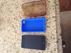 iPod touch 4th generation 32 gb + free cases